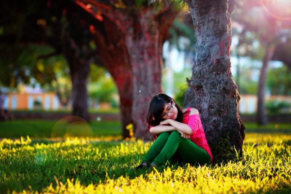 公園で悲しい少女