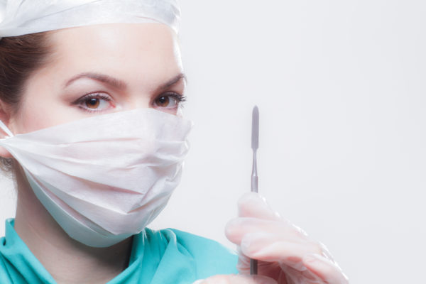 女性外科医