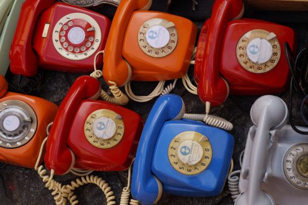 7つの分類された回転式電話機